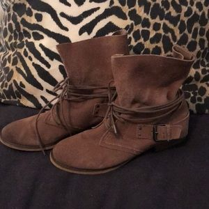 Carlos tan suede slouchy ankle boot, size 8.5M